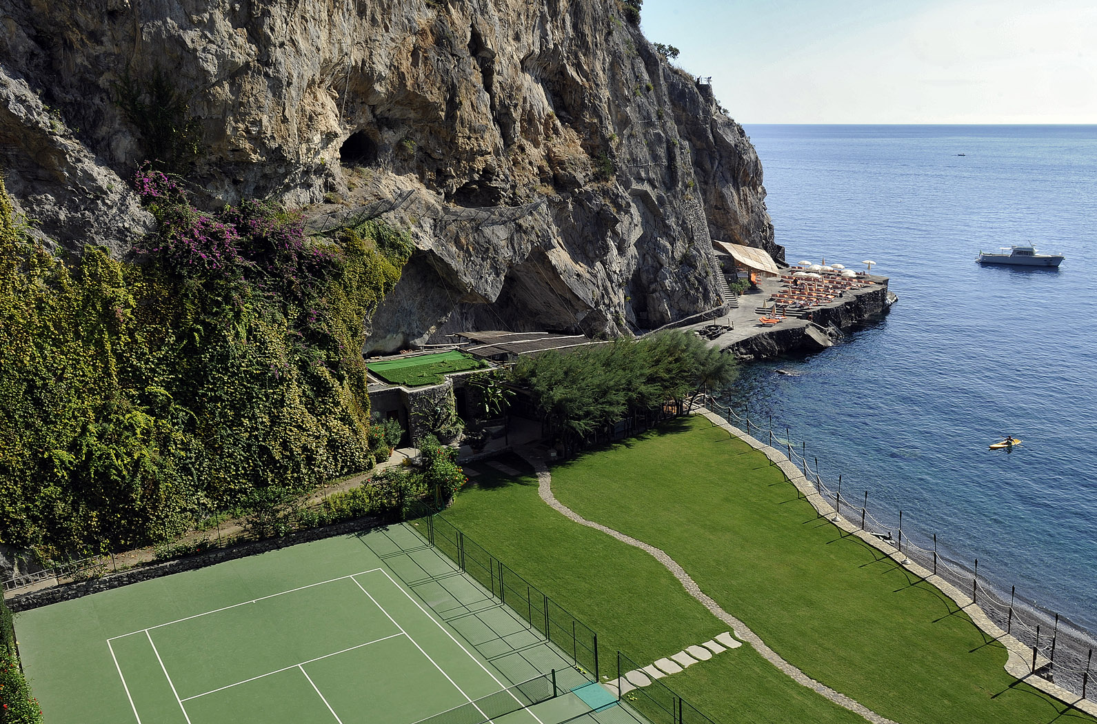 tennis court at hotel il san pietro positano