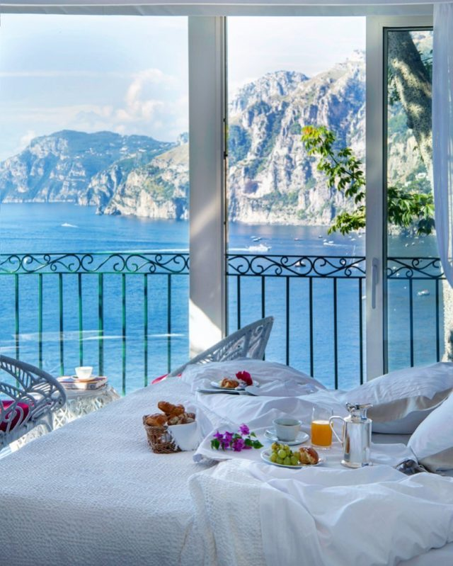 Whether you take breakfast on the restaurant terrace or order breakfast in bed, we promise you'll start the day smiling.#ilsanpietrodipositano #viewstodiefor #paradiseinpositano #relaischateaux #deliciousjourneys #positano #amalficoast