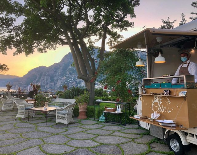 "The best way to Bee Chic? On the grand terrace with a round of drinks and delicious light bites from the ""Bee"". The best time to Bee Chic? Any time from sunset on into the night.@beechicstreetfood #beechic #ilsanpietrodipositano  #deliciousjourneys  #relaischateaux #positano #amalficoast"