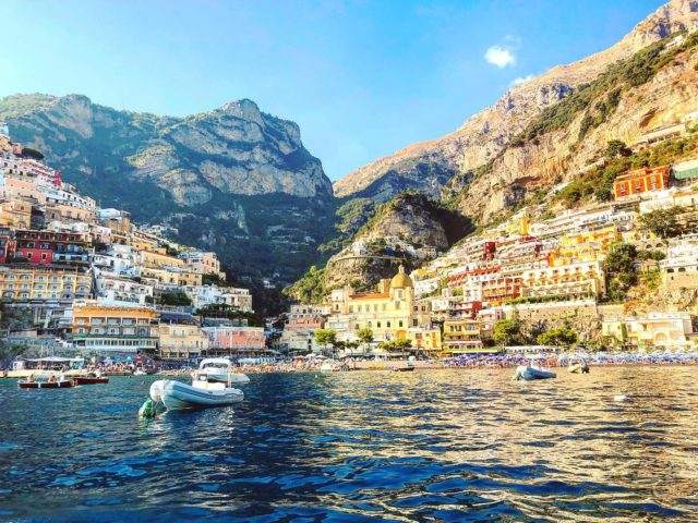 Positano is positively dreamy this September. Try people watching in one of the charming beachfront restaurants, stroll the cobbled walking streets for a bit of shopping or pay a visit to the churches or archeological site. The San Pietro offers a water taxi to and from the town three times a day.Positano è incredibilmente affascinante in questo periodo. Vedere e farsi vedere in uno dei ristoranti sulla spiaggia, passeggiare nelle stradine per un po' di shopping o visitare le sue chiese o il sito archeologico. Il San Pietro offre un servizio di water taxi gratuito da e per Positano tre volte al giorno.#ilsanpietrodipositano #relaischateaux #beautifultowns #deliciousjourneys #positano #amalficoast