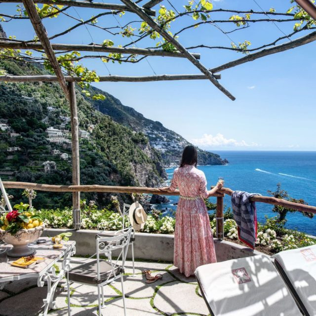Hang up your hat, kick off your shoes and just breathe it all in.Riponi il cappello, togliti le scarpe e respira.#ilsanpietrodipositano #relaischateaux #weekendvibes #beautifulcostieraamalfitana #positano #praiano